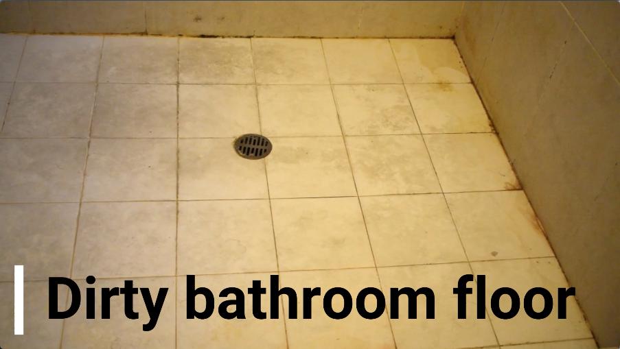 頑固な汚れがこびり付いたお風呂場の床