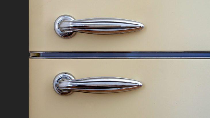 冷蔵庫の扉をアルコールとオリーブオイルで掃除する方法