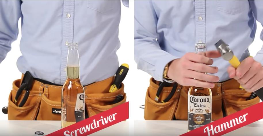 ドライバーやハンマーを使ってビール瓶を開栓