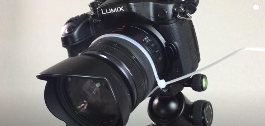カメラズーム機能の取手