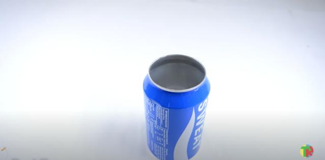 アルミ缶のプルタブ側の面を抜く