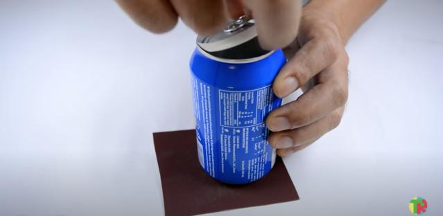 アルミ缶のプルタブ面を抜く