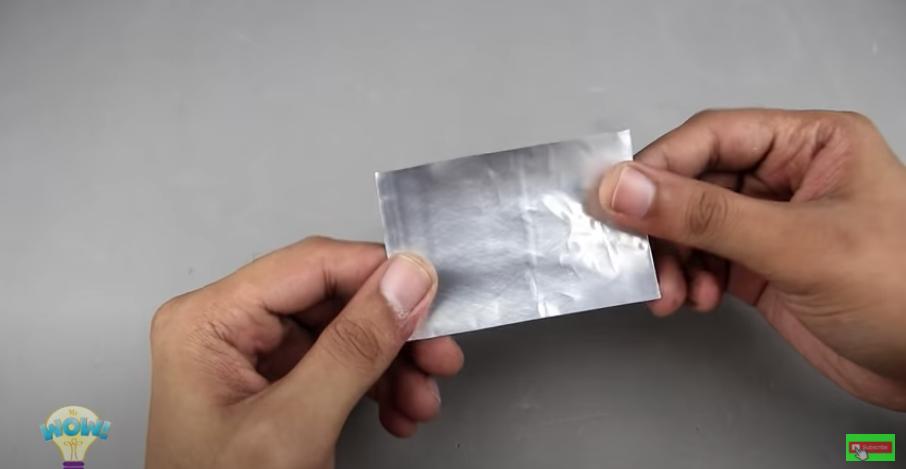 アルミ缶の側面を切り取り板を作る
