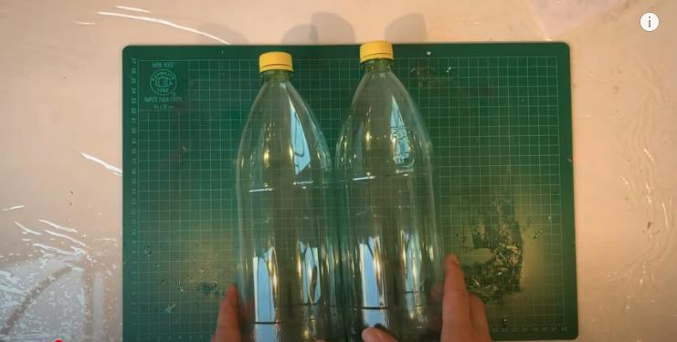 2本のペットボトルを用意