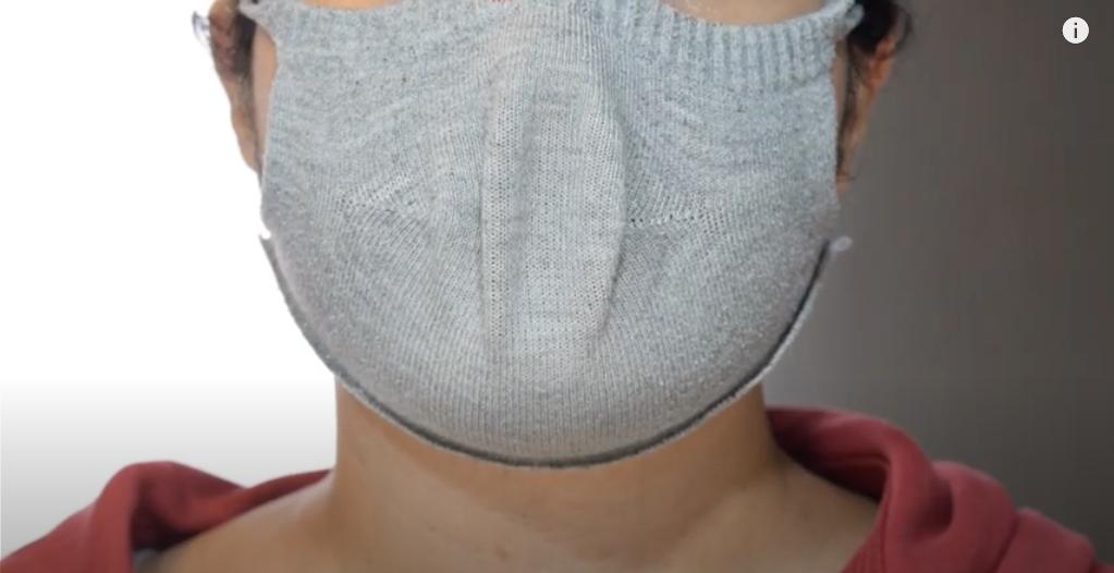 実際に完成した靴下マスクを装着