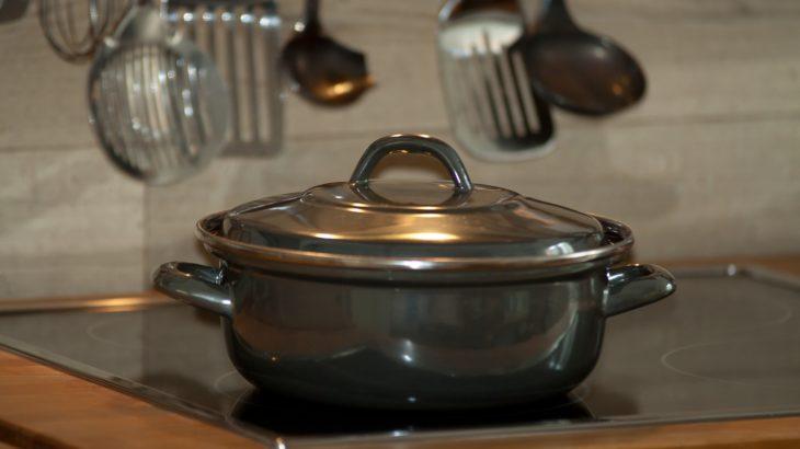 酢と重曹を使って鍋の焦げを完全に落とす力の要らない超簡単な方法